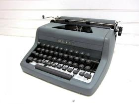 700_dark-grey-vintage-typewriter